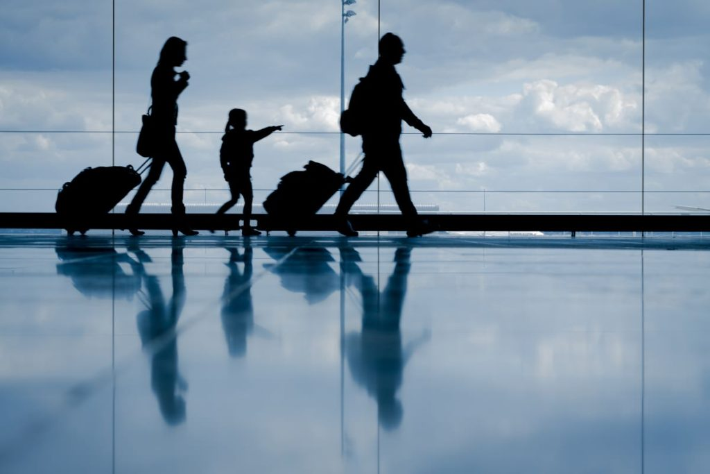 Expiring points - family in the airport